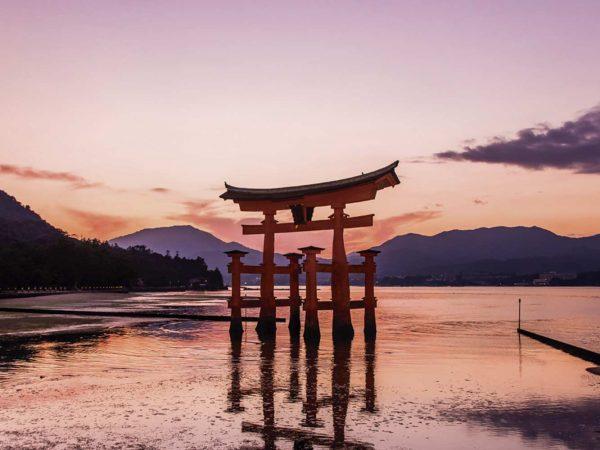 Vinilo Frigorífico Atardecer Puerta Torri Japón | Carteles XXL - Impresión carteleria publicitaria
