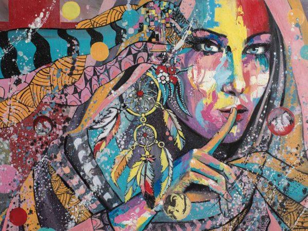 Vinilo Frigorífico Chica Atrapasueños Urbano | Carteles XXL - Impresión carteleria publicitaria
